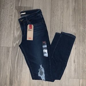 NWT Levi's 711 Skinny Distressed Jeans✨